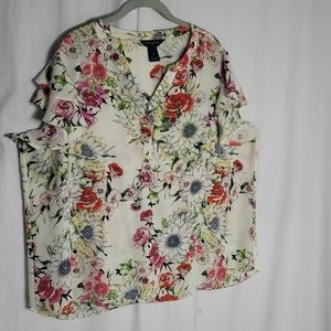 Investment II. Floral Blouse V neck Size 2X